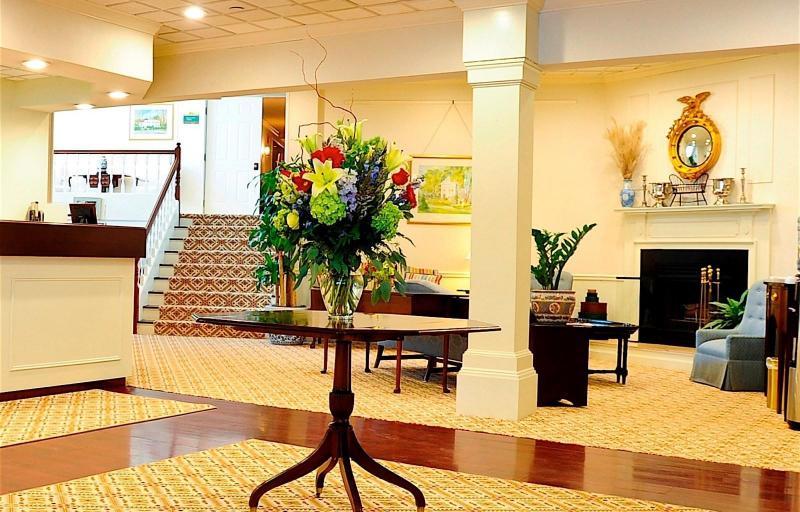住宿 法明頓旅館 (The Farmington Inn) 827 Farmington Avenue, 法明頓, 巴特山 (CT), 美國, 06032
