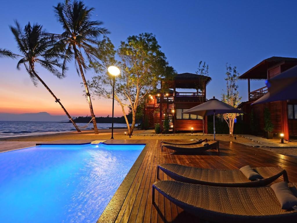 best price on the blue sky resort koh payam in koh phayam. Black Bedroom Furniture Sets. Home Design Ideas