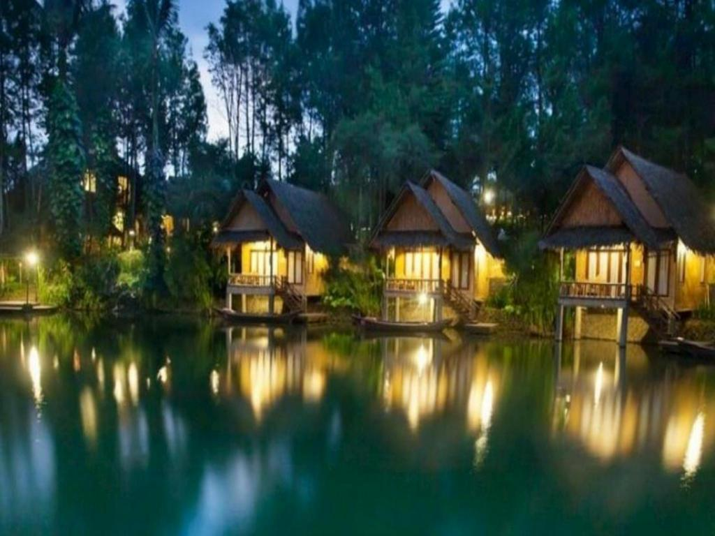 Best Price on Kamojang Green Hotel and Resort in Garut