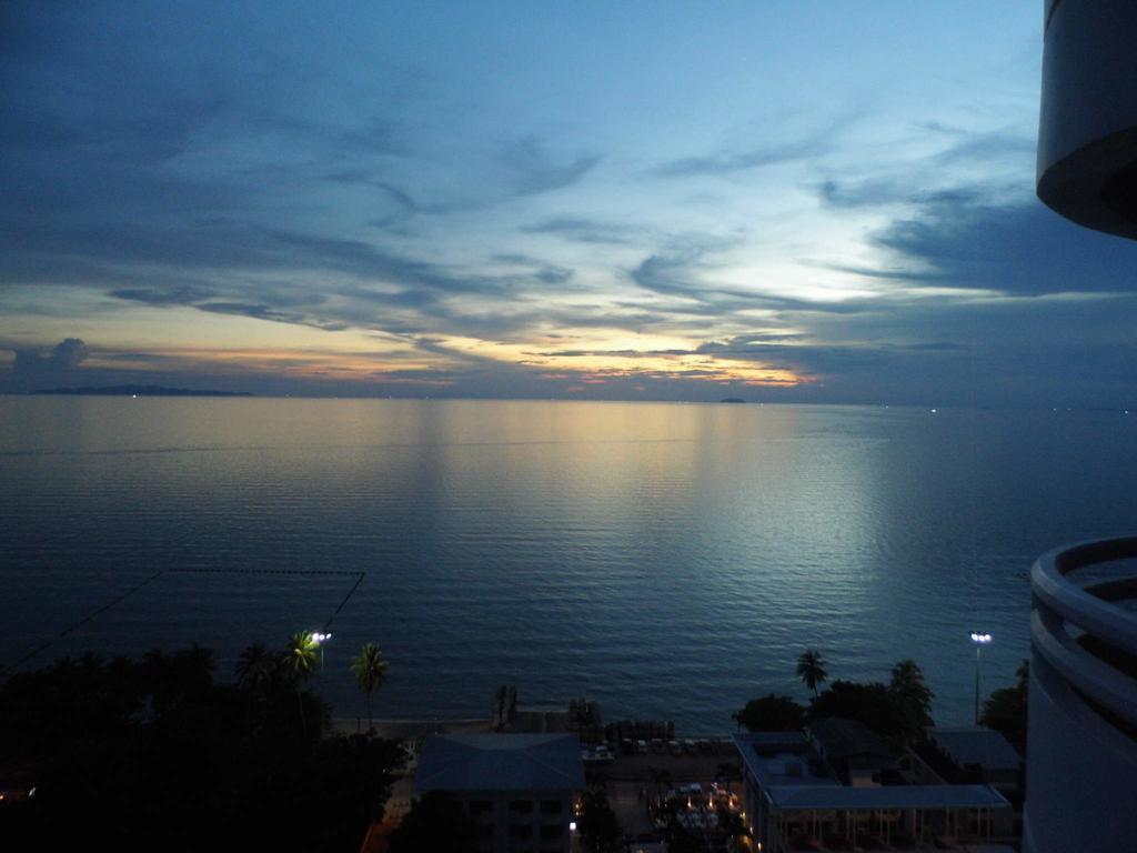 Laguna Beach Resort 2 Condominium by Monica, Pattaya