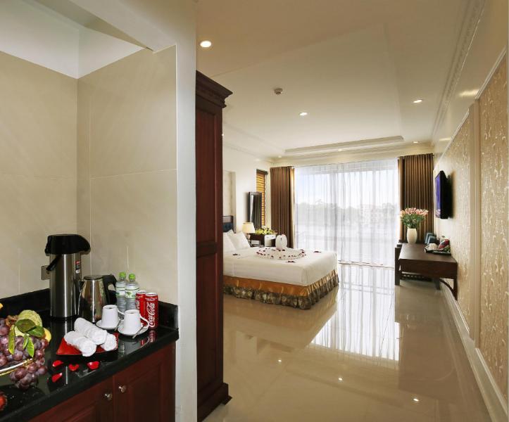 Khách sạn Uri