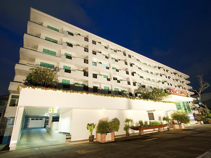 The Laurel Suite Apartment, Din Dang