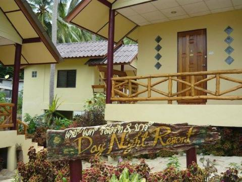 Lonely Beach Accommodation Day Night Bungalow & Bar
