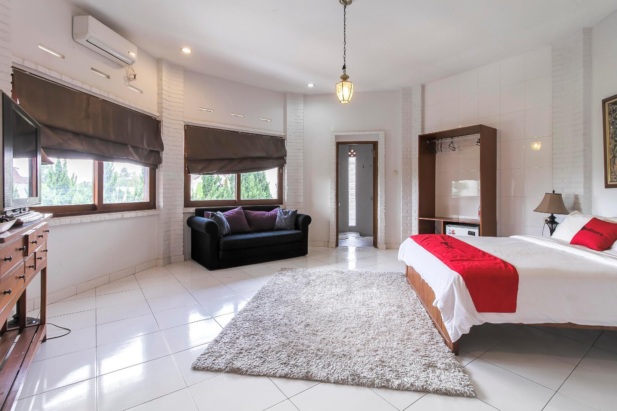 RedDoorz Plus near Dago Pakar