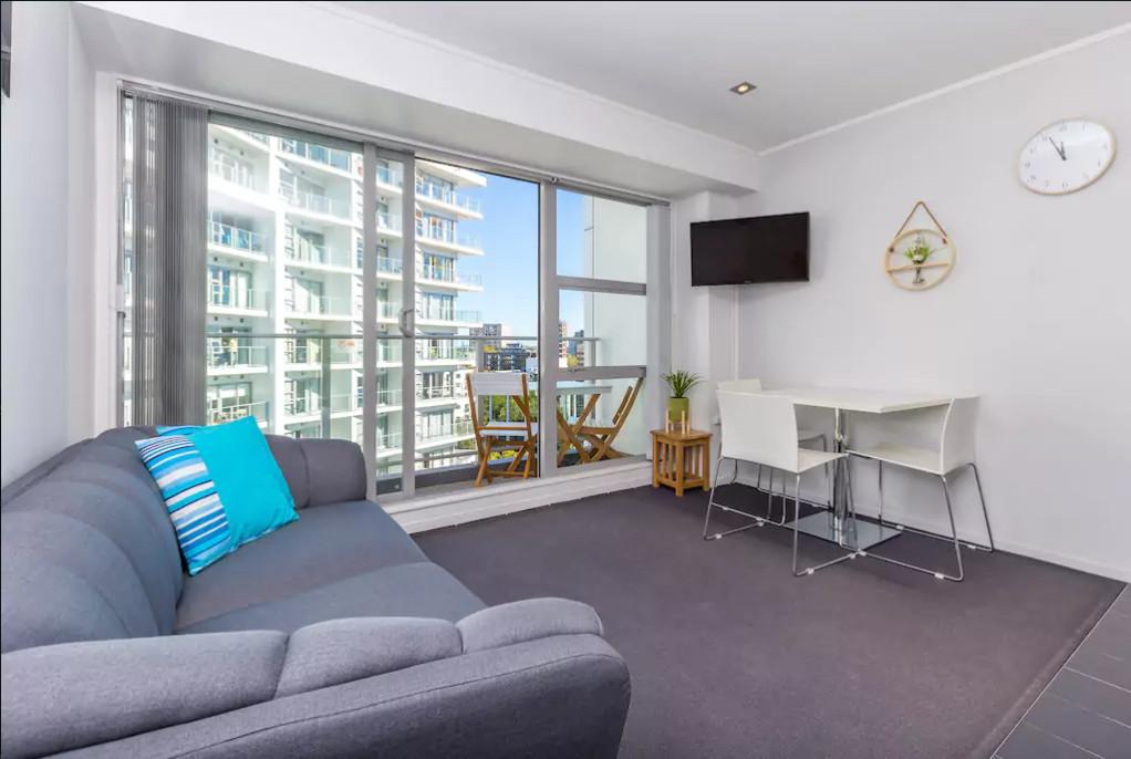 Central and Cosy Two bedroom on Queen Street, Waitakere