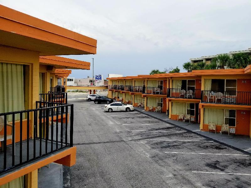 Grand Prix Motel Beach Front In Fl