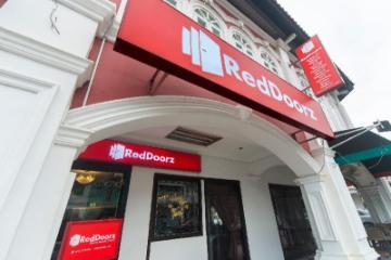 RedDoorz Hotel near Marine Parade Central (SG Clean Certified)
