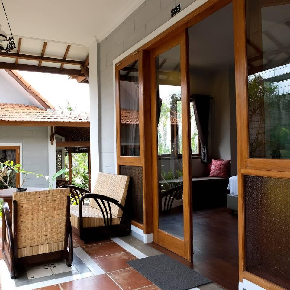 Kemboja Bed and Breakfast Cafe, Malang