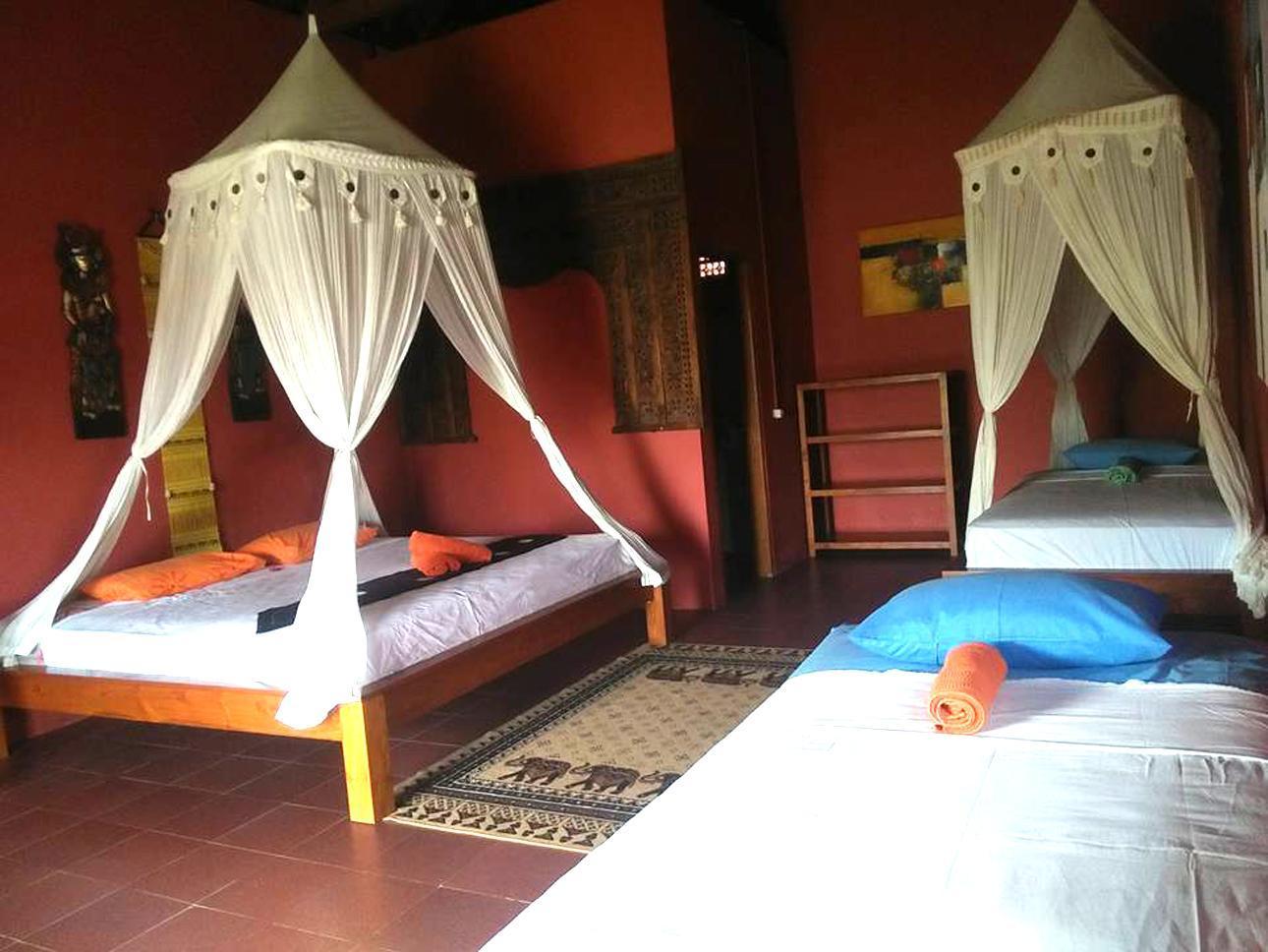 Gili Gede Island - Yut Inn Flower Paradise