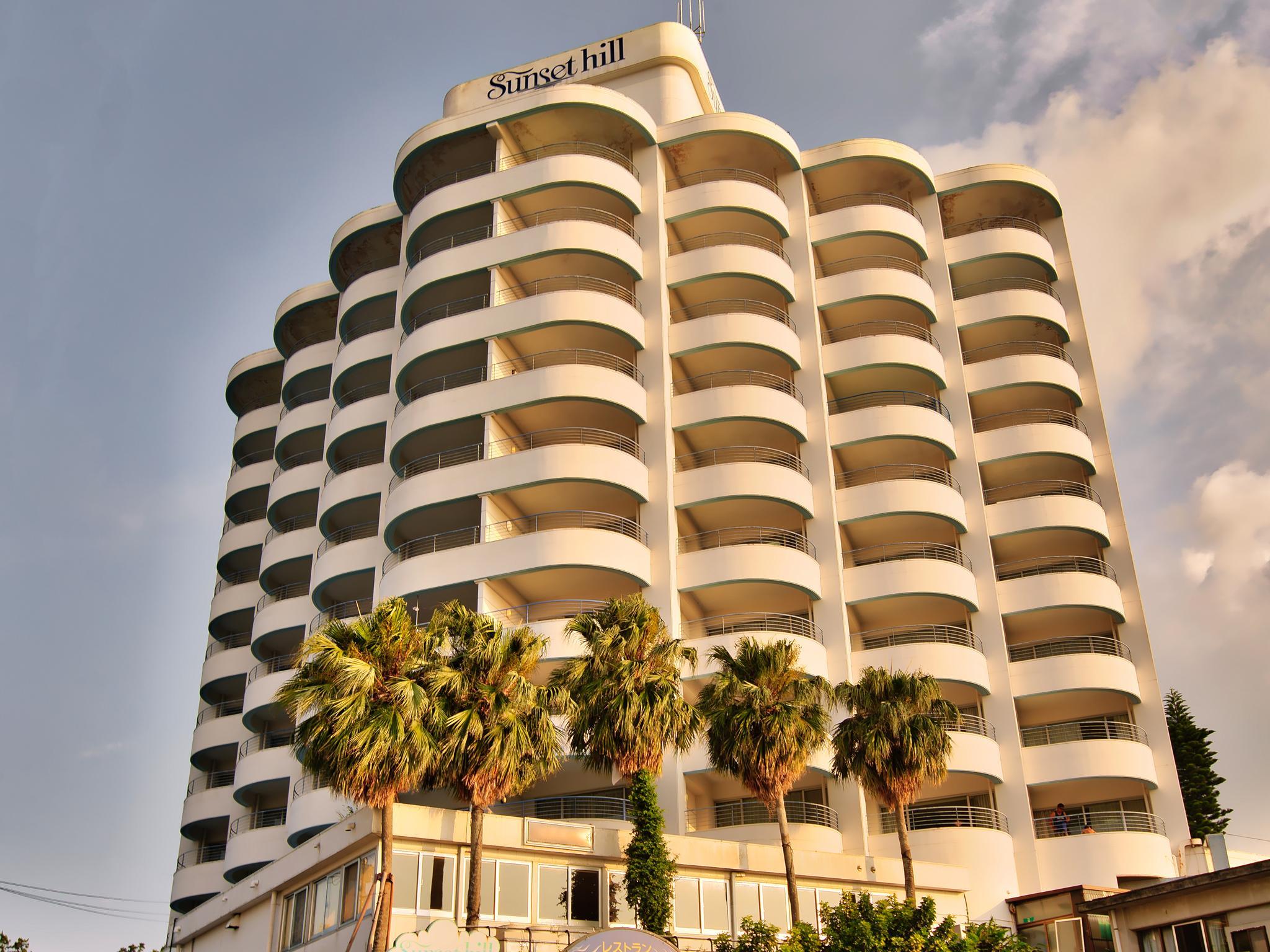 Hotel Sunset Hill, Onna
