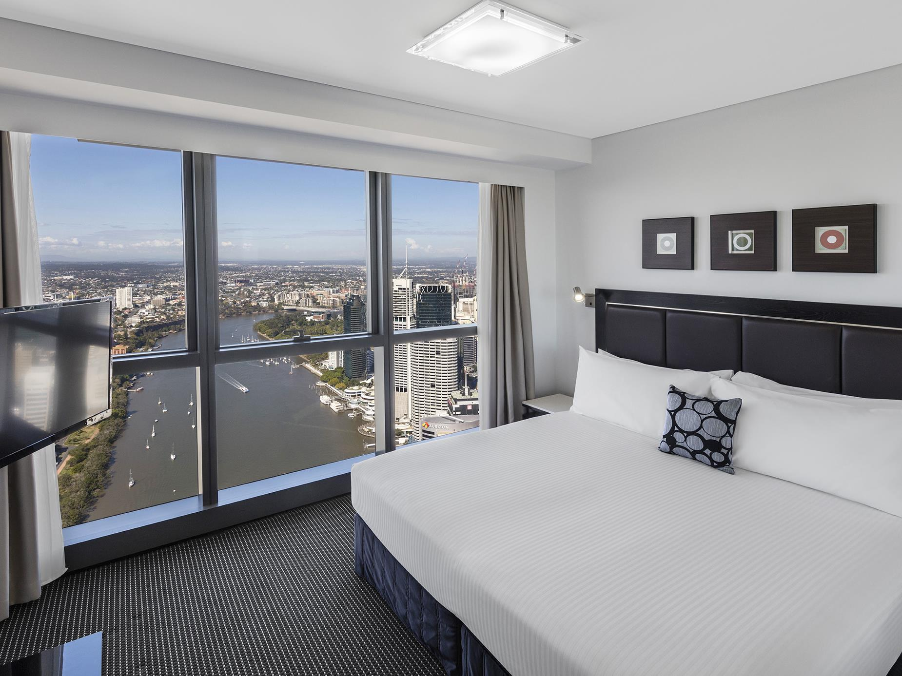 brisbane hotel with a good view british expats. Black Bedroom Furniture Sets. Home Design Ideas