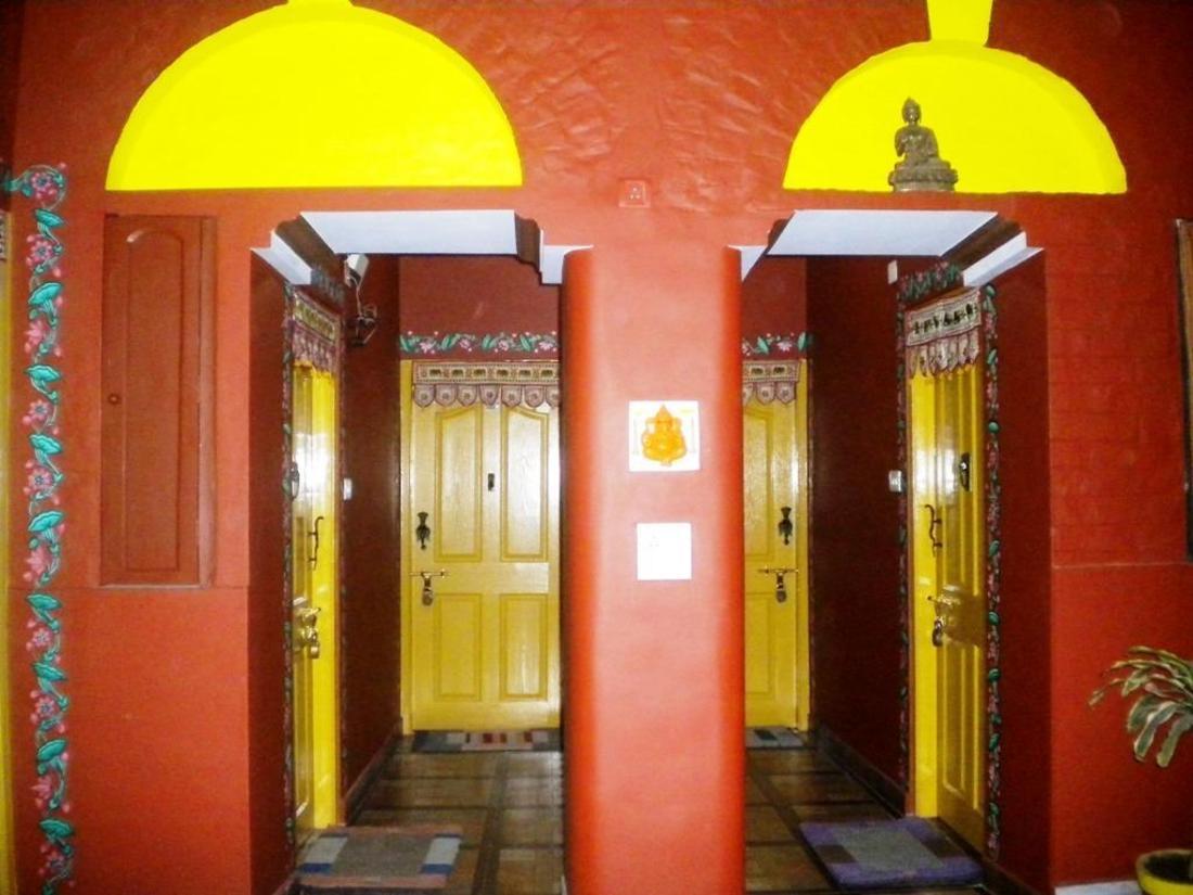 Best Price on Ganpati Guest House in Varanasi + Reviews