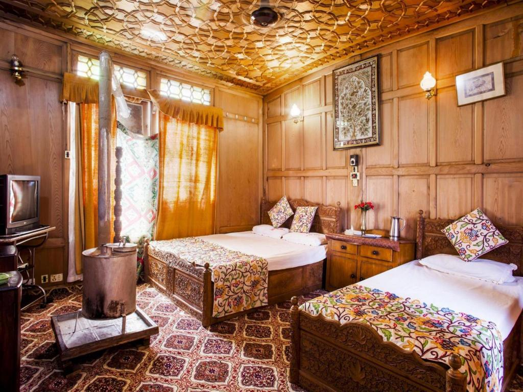 best price on the shelter group of houseboats in srinagar reviews