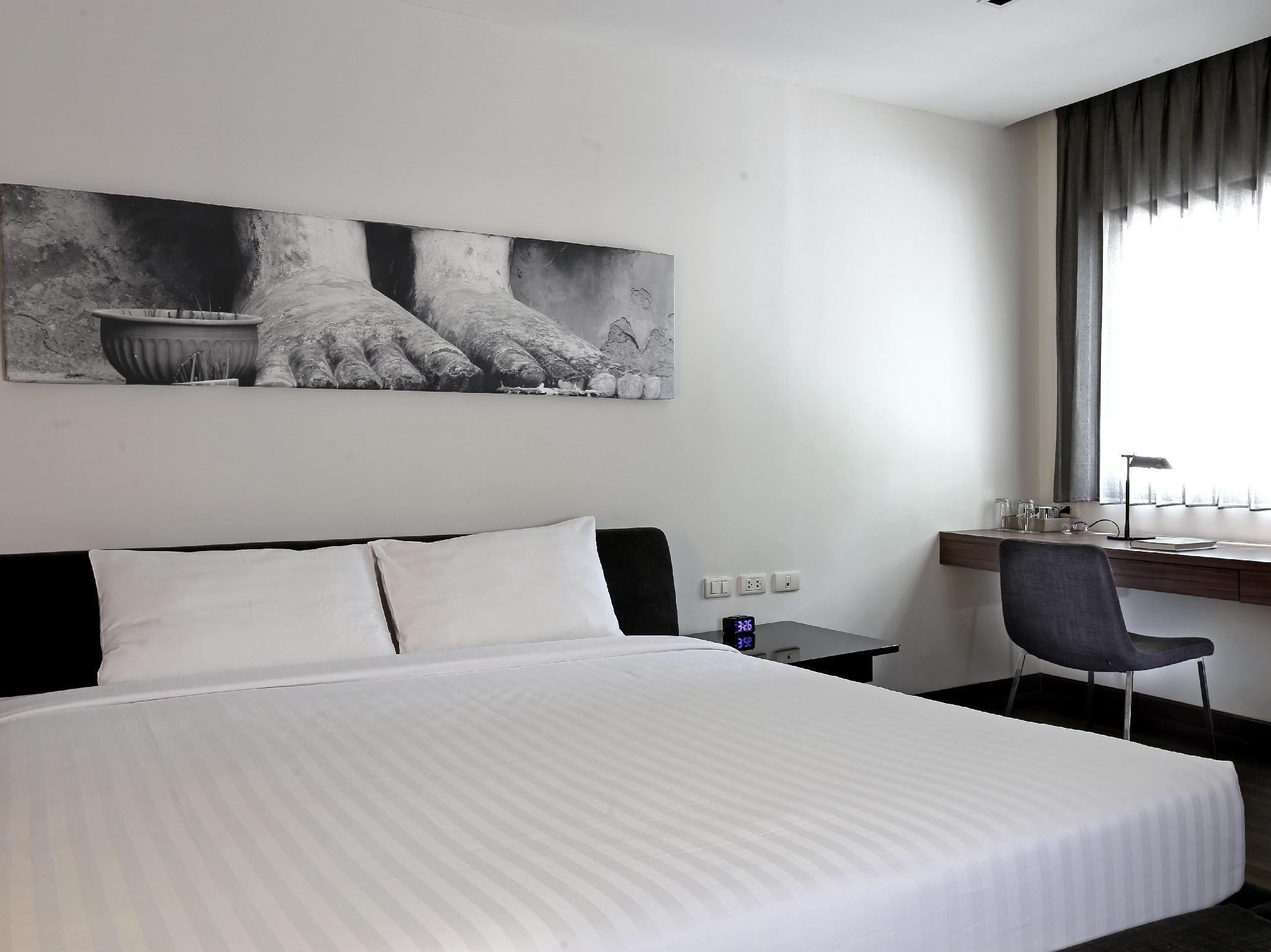 S33 Compact Hotel, Wattana