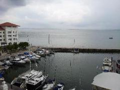Straits Quay Marina Suites