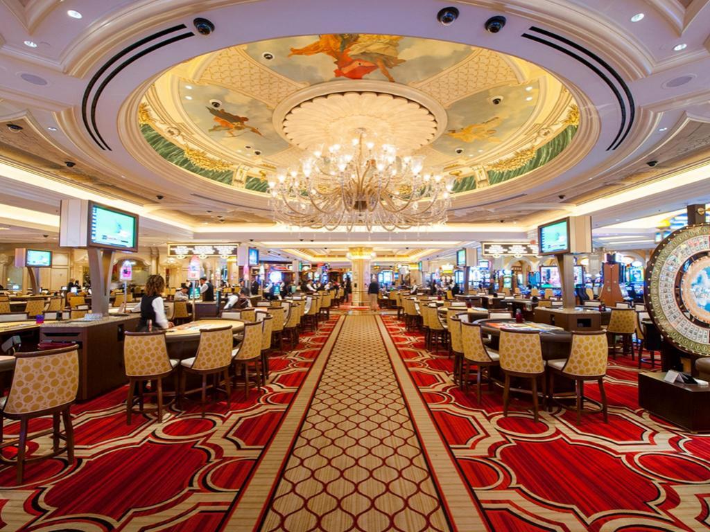 大きなシャンデリアがあるカジノ画像