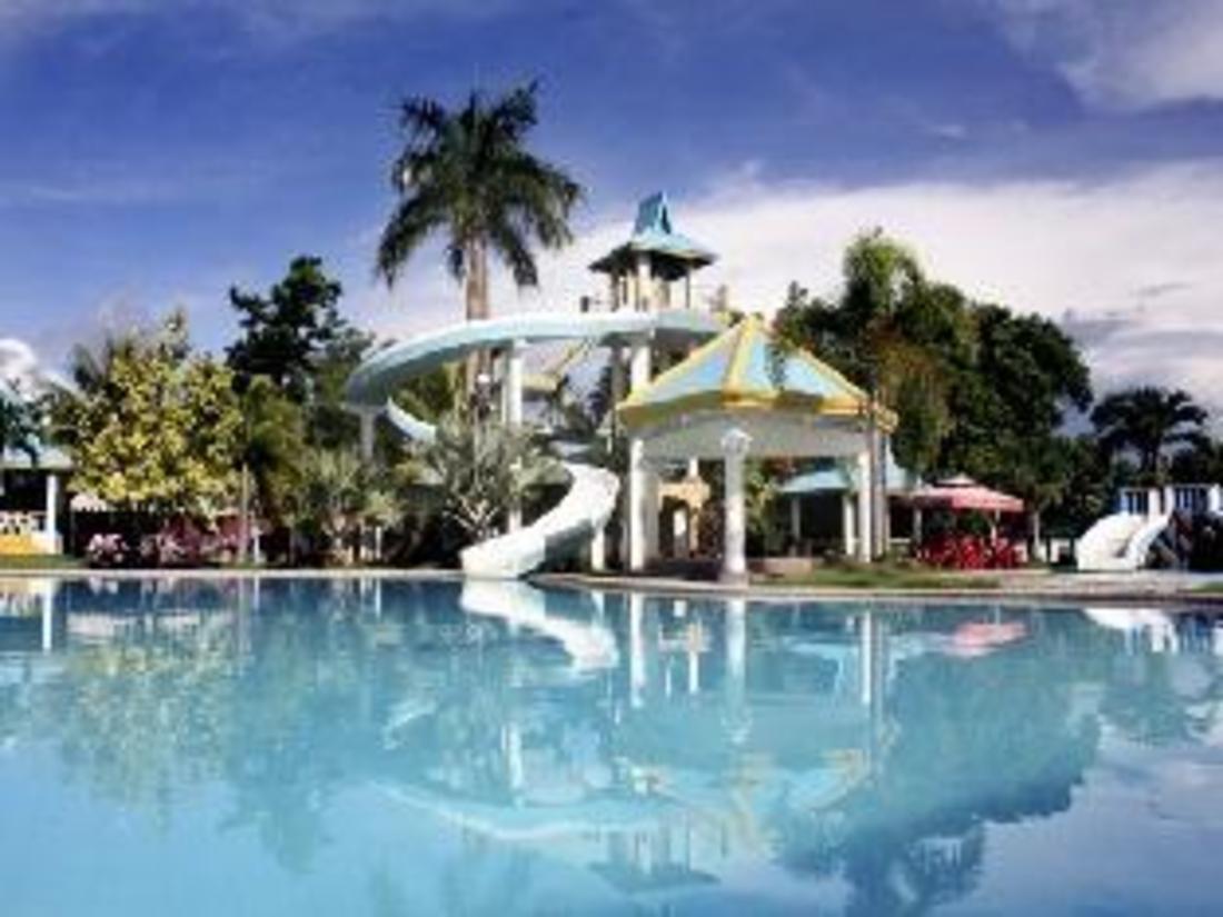 Best Price on Villa Consorcia Resort in Roxas City (Capiz