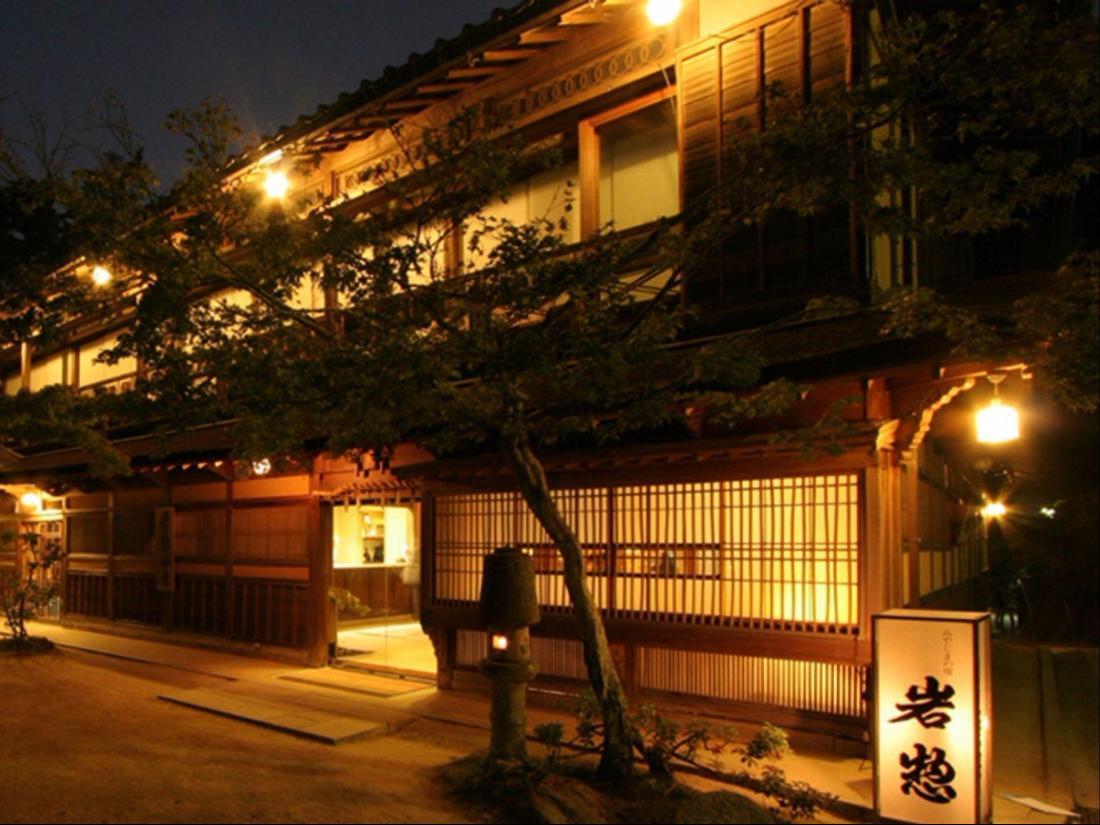 Kasuga Ryokan Hotel - room photo 8576103