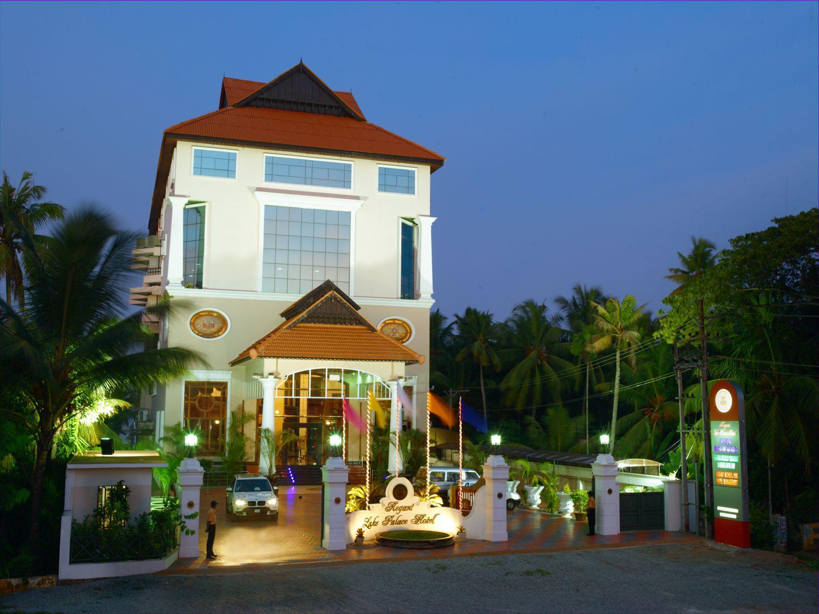 Regant Lake Palace Hotel, Kollam