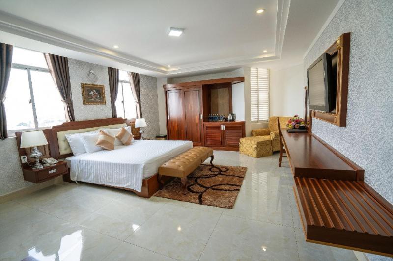 Khách Sạn & Căn Hộ Đức Long 2
