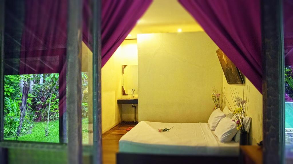 Kamar penginapan di Imah Seniman Hotel