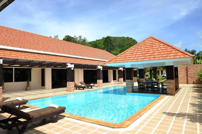 Baan Santi Luxury Private Pool Villa