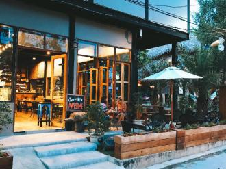 Lipe - Bloom Cafe and Hostel
