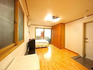 Pop at Itaewon Guesthouse, Yongsan