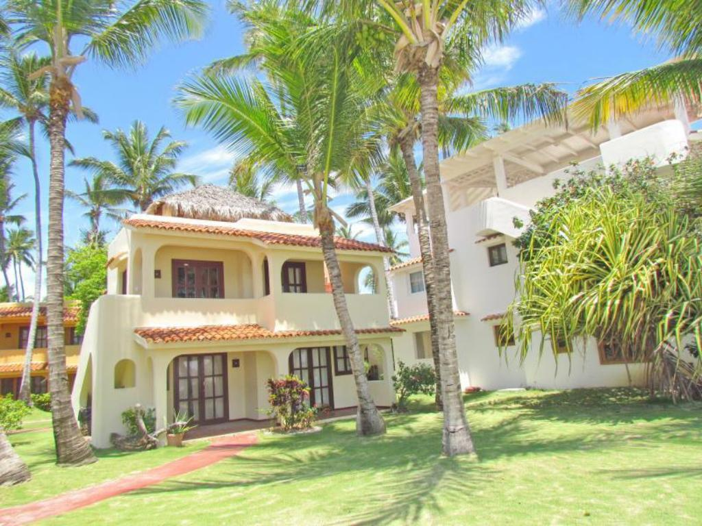 Best price on los corales villas apartments in punta for Villas apartments