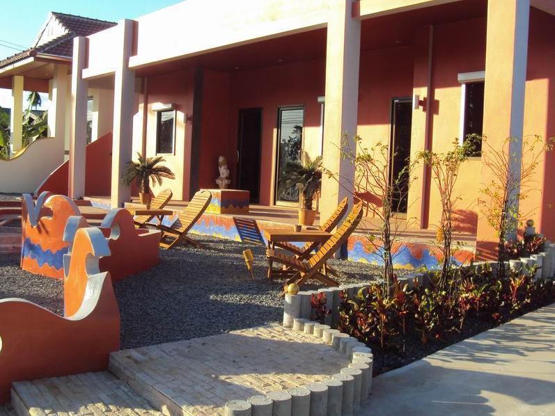 Oasis Hotel, Tha Tum