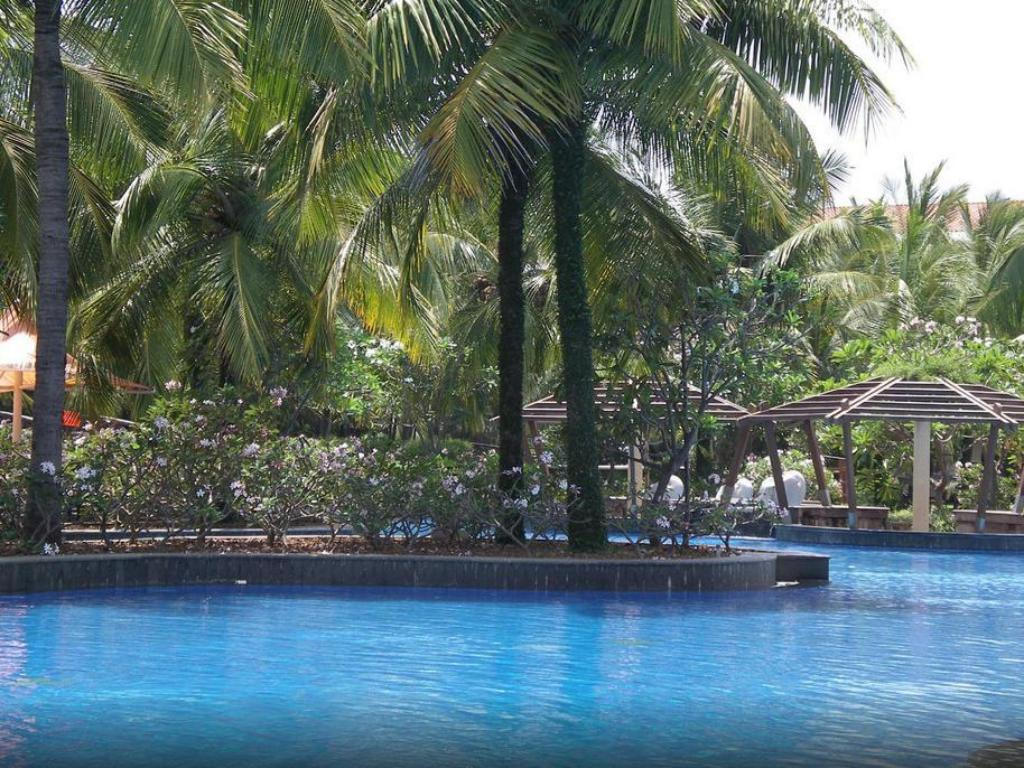 Best price on bonjour bonheur ocean spray in pondicherry reviews for Best hotels in pondicherry with swimming pool