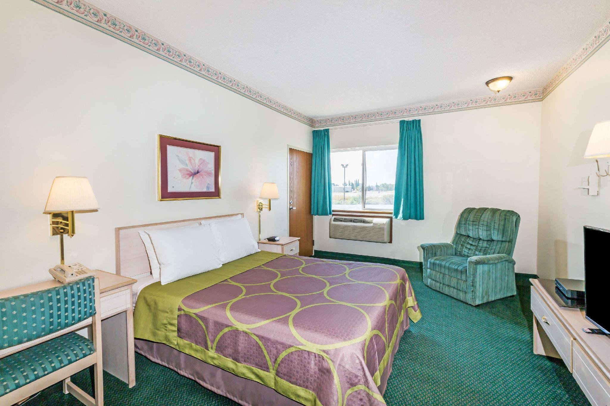 1 Queen Bed, Mobility Accessible Room, Smoking
