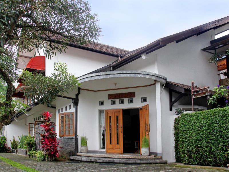 Rumah Asri Bed & Breakfast
