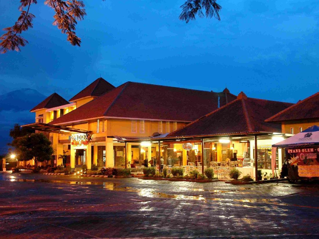 Best Price On Pondok Jatim Park Hotel Amp Cafe In Malang