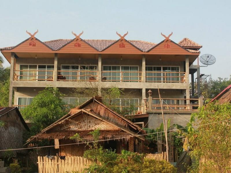 Cat & Oil Home, Sangkhla Buri