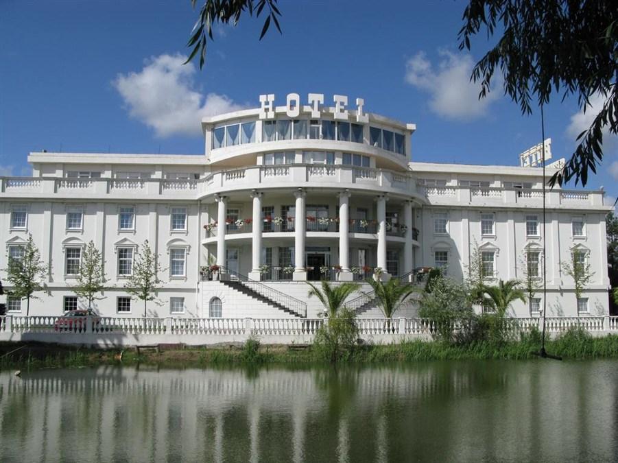 Senator's Park, Obukhivs'kyi