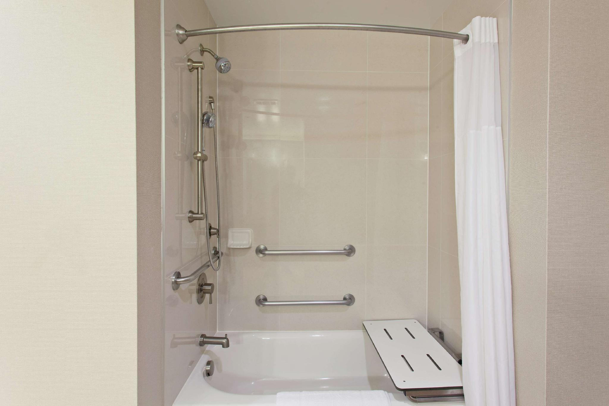 1 King Mobility Hearing Accessible Tub Non-Smoking Studio