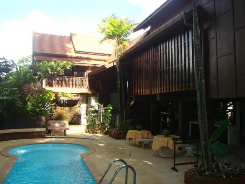 Club One Seven Gay Men Hotel Chiang Mai
