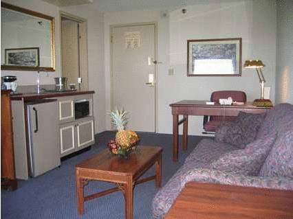 Embassy Suites by Hilton Auburn Hills, Oakland