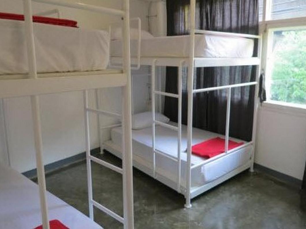 1yolo hostel