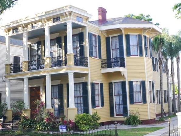 HH Whitney House - A Bed & Breakfast on the Historic Esplanade, Orleans