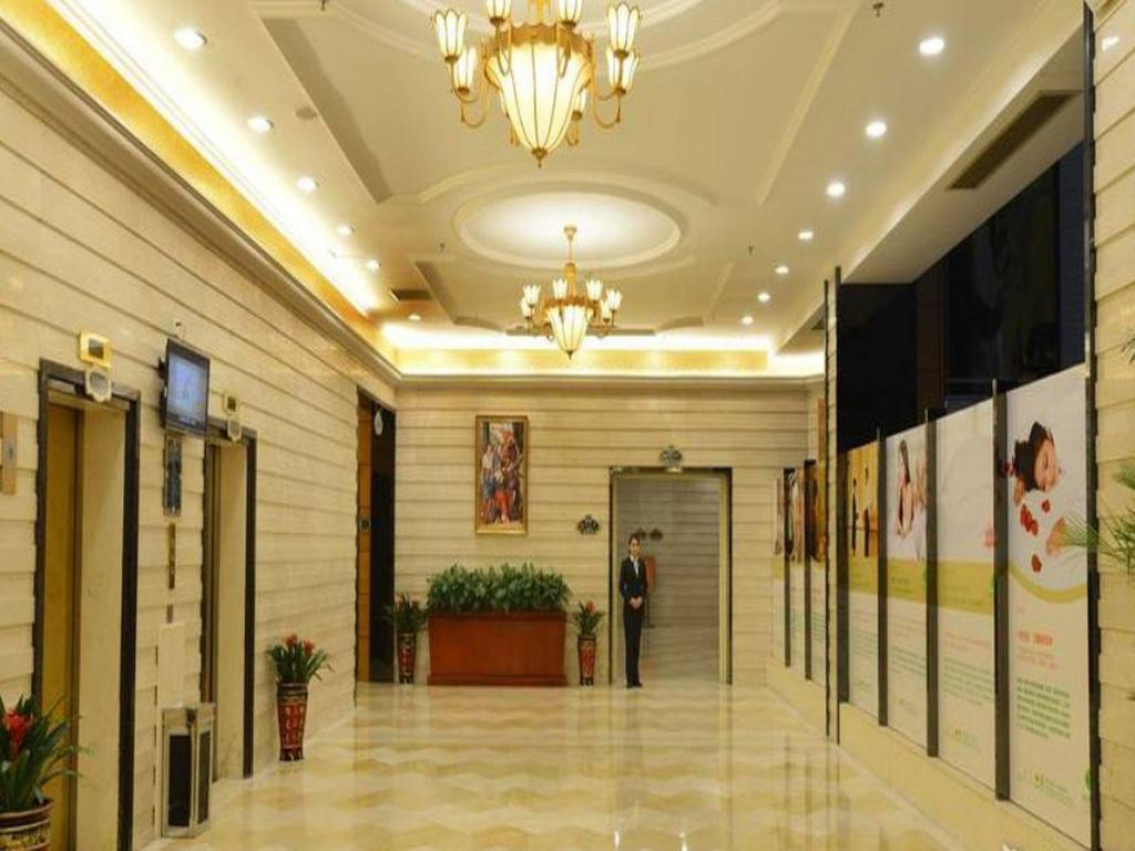 Best Price on Vienna Hotel Xiangyang Zhongyuan Road in