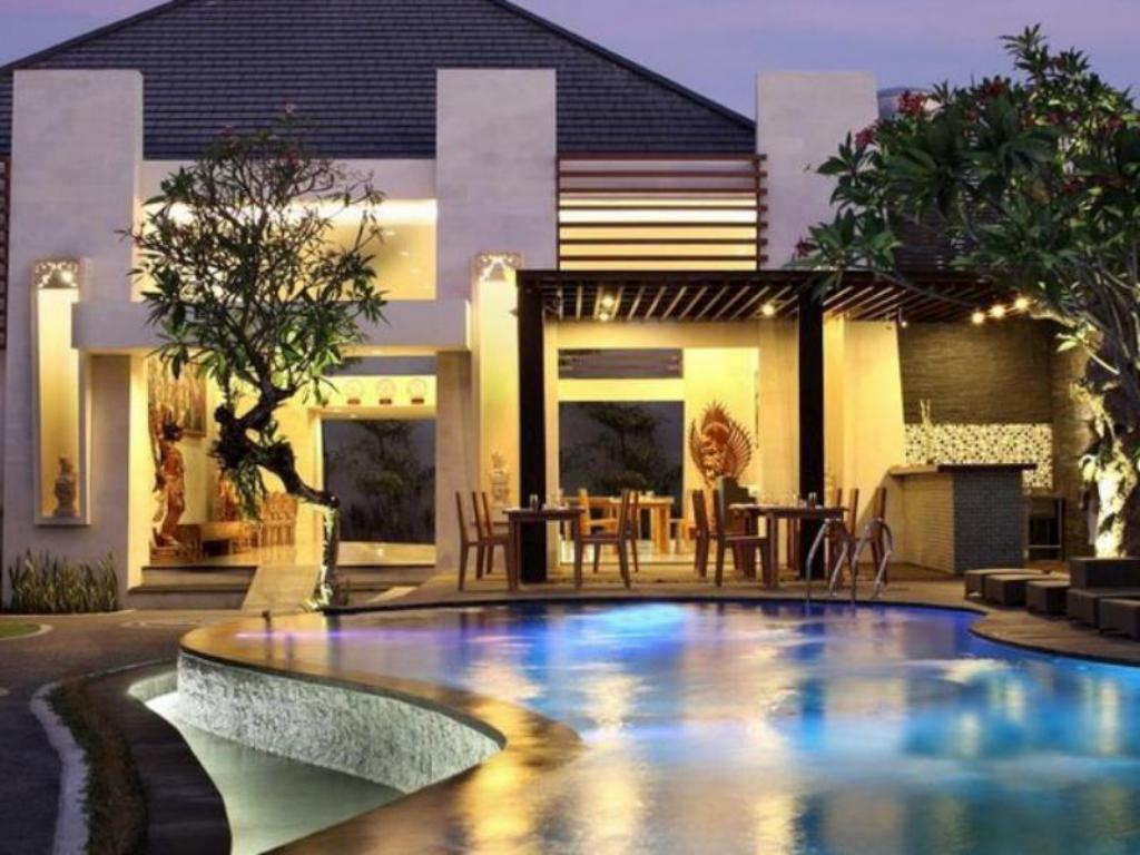 Close to shopping centre and Restaurant in Seminyak