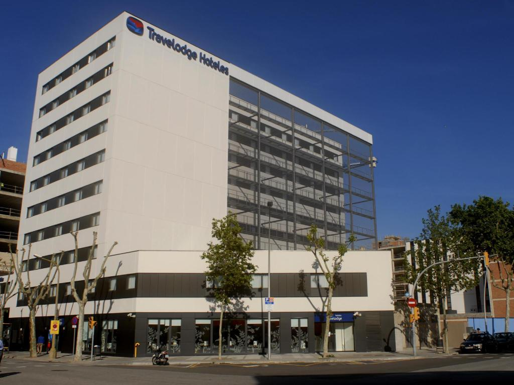 Best Price On Travelodge Barcelona Poblenou Hotel In
