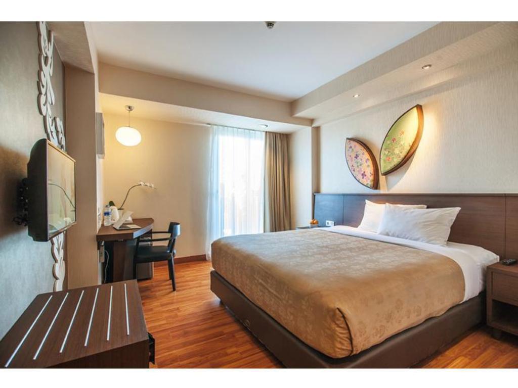 Fasilitas kamar hotel Atanaya Kuta Bali