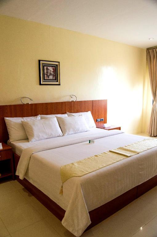 Deluxe Plus King Room