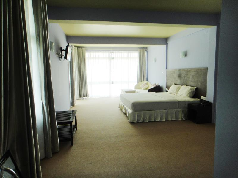 Grand Hotel, Bassein