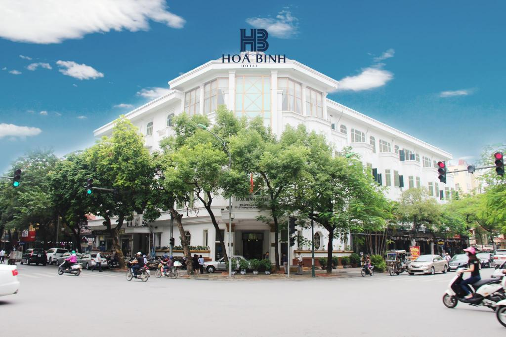 Best price on hoa binh hotel in hanoi reviews for Appart hotel hanoi