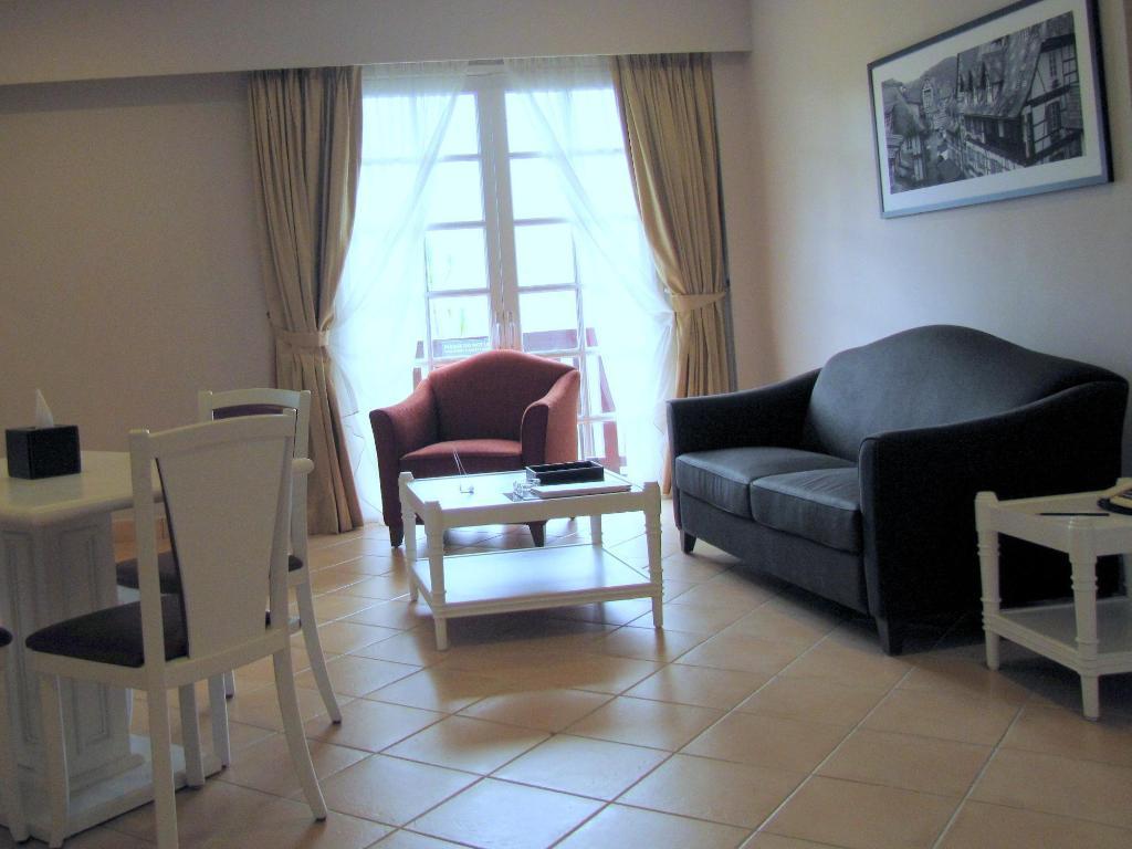 Colmar Tropicale Family Room