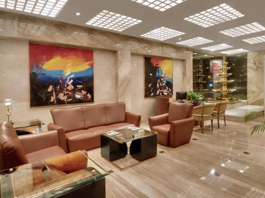 Best Price on Kohinoor Continental Hotel in Mumbai + Reviews!